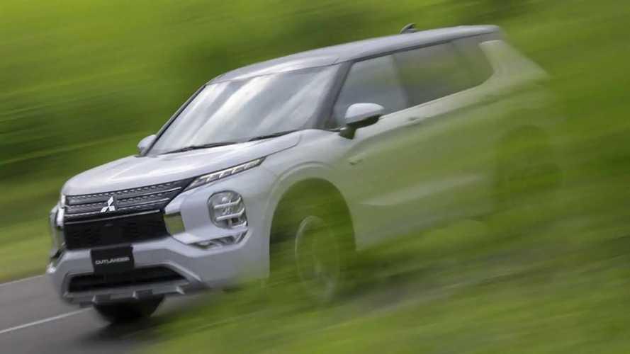 Mitsubishi Outlander PHEV 2023 Digoda dengan Dua Motor Listrik