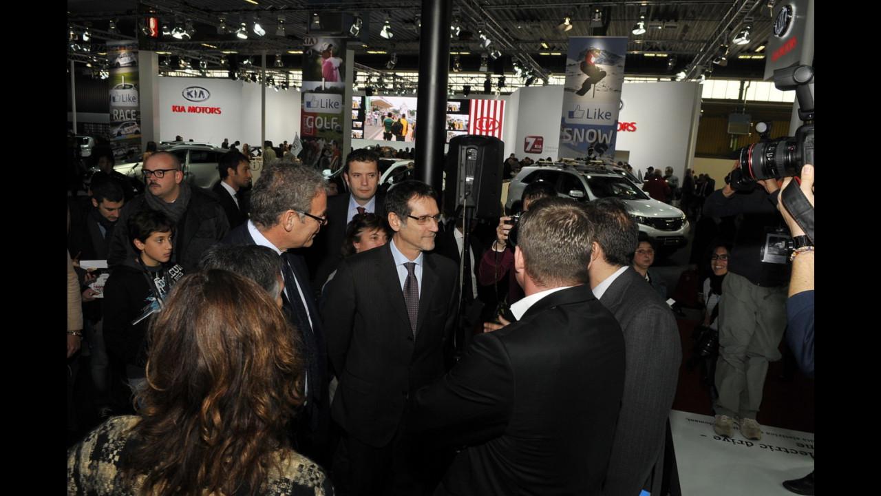 Al Motor Show il sindaco di Bologna riceve una smart ED