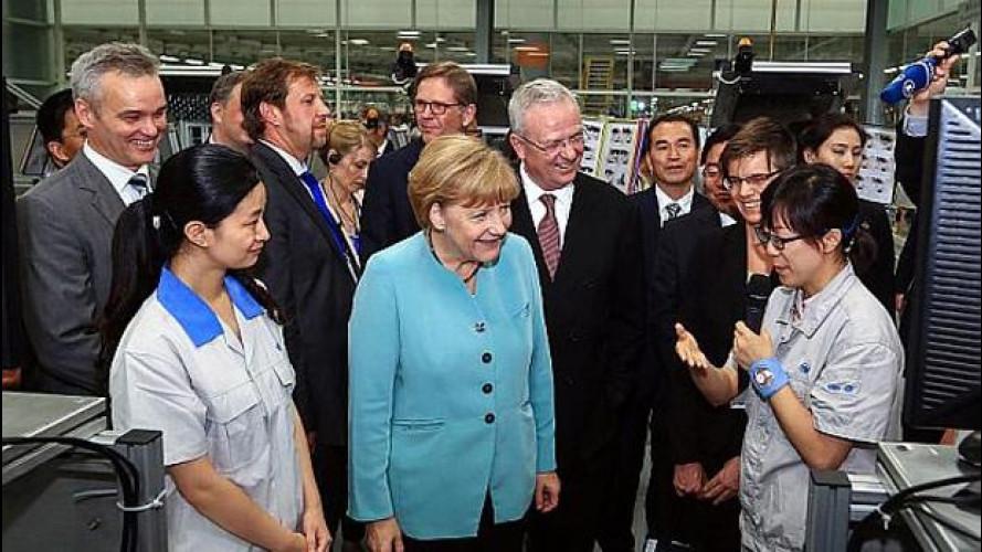 """Angela Merkel """"accompagna"""" Volkswagen in Cina"""