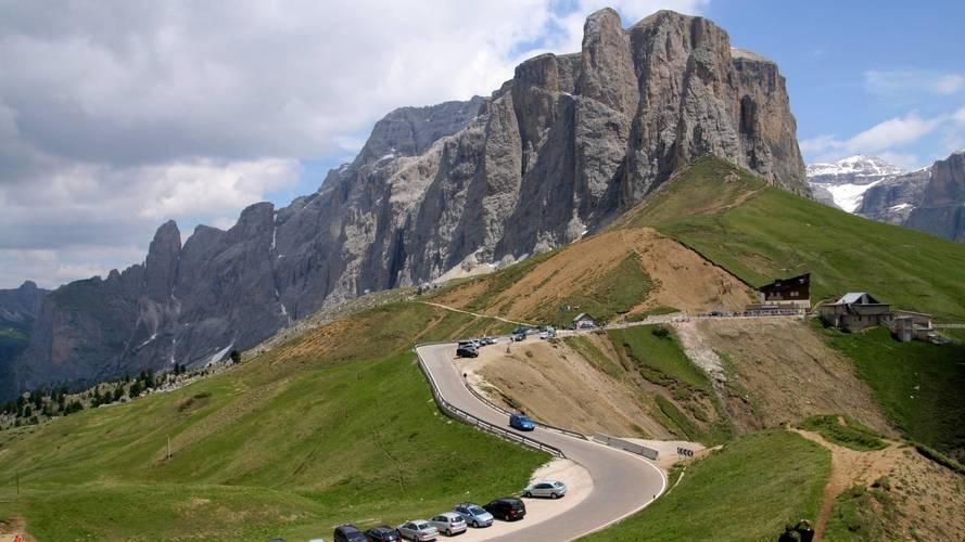Dolomiti, blocco del traffico estivo sul Passo Sella