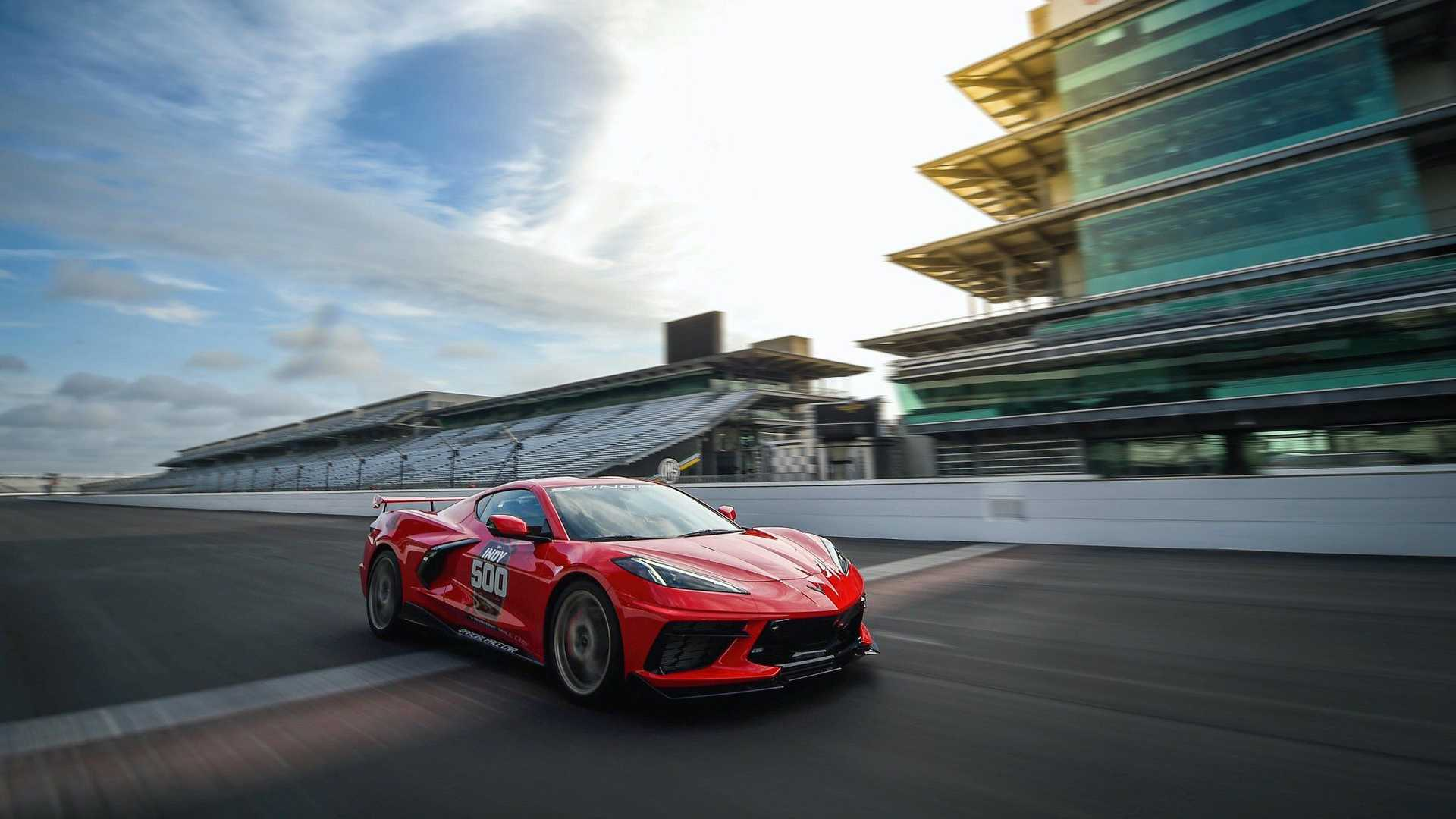 2019 - [Chevrolet] Corvette C8 Stingray - Page 7 2020-chevy-corvette-c8-indianapolis-500-pace-car-moving