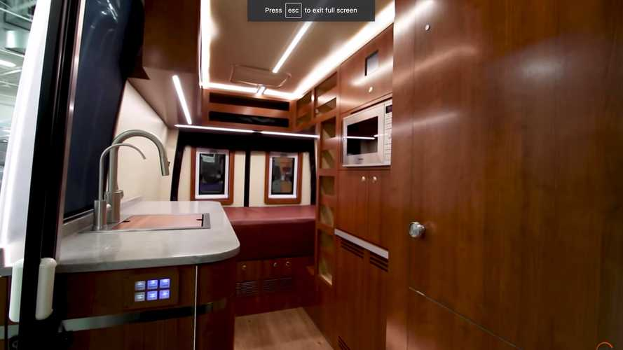 Lo Sprinter camper 2500 di Advanced RV