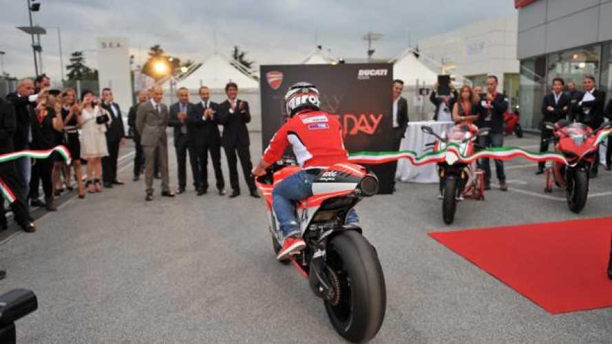 Ducati inaugura il nuovo Store di Roma con Andrea Dovizioso