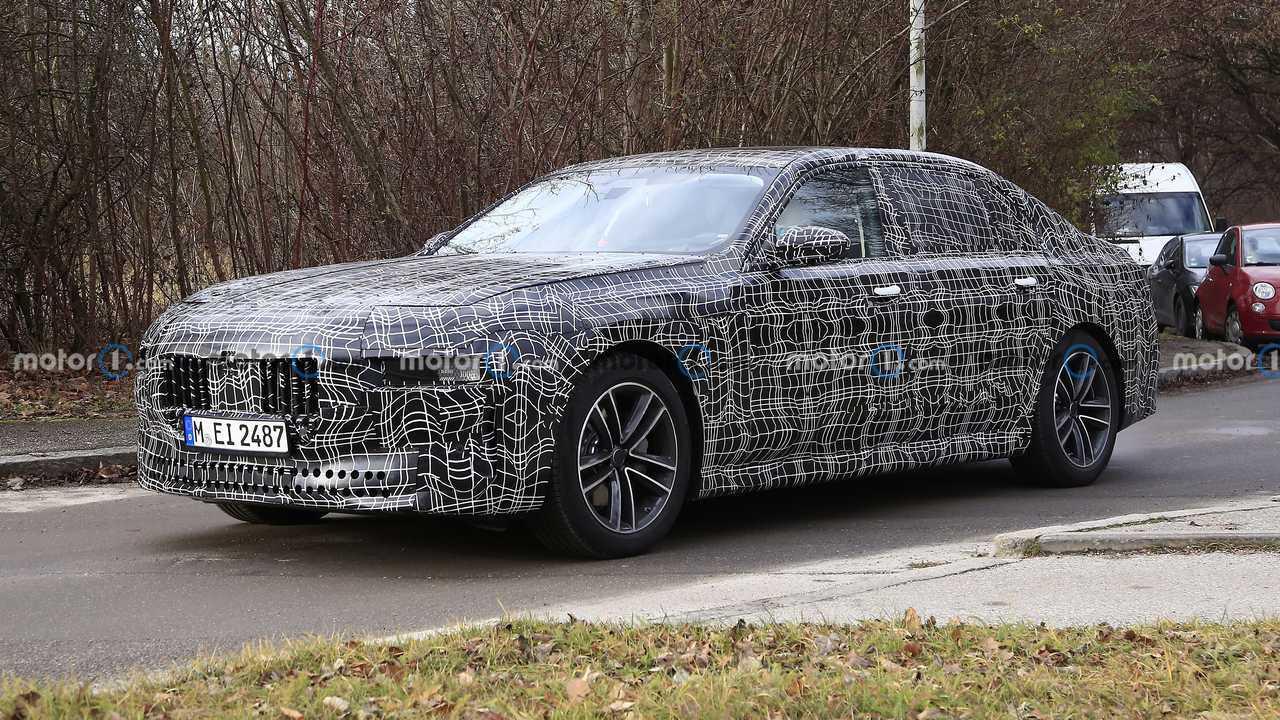 2021'in sonlarında tanıtılacak olan yeni BMW 7 Serisi'ne ait bir prototip