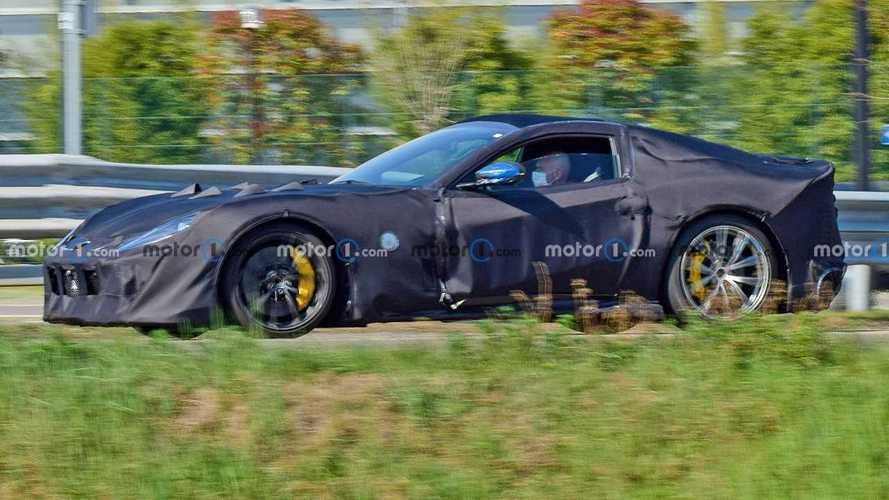 Mayıs ayında daha performanslı bir Ferrari 812 modeli tanıtılacak