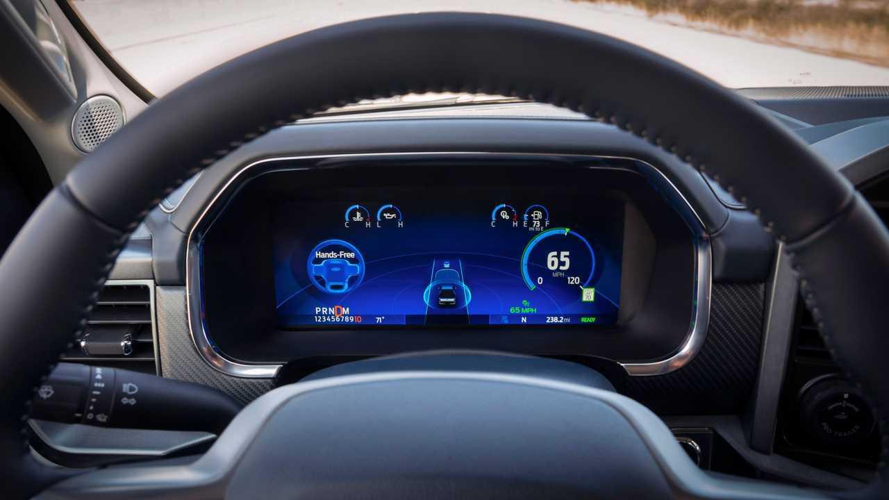 General Motors подал в суд на Ford из-за «голубого круиза»