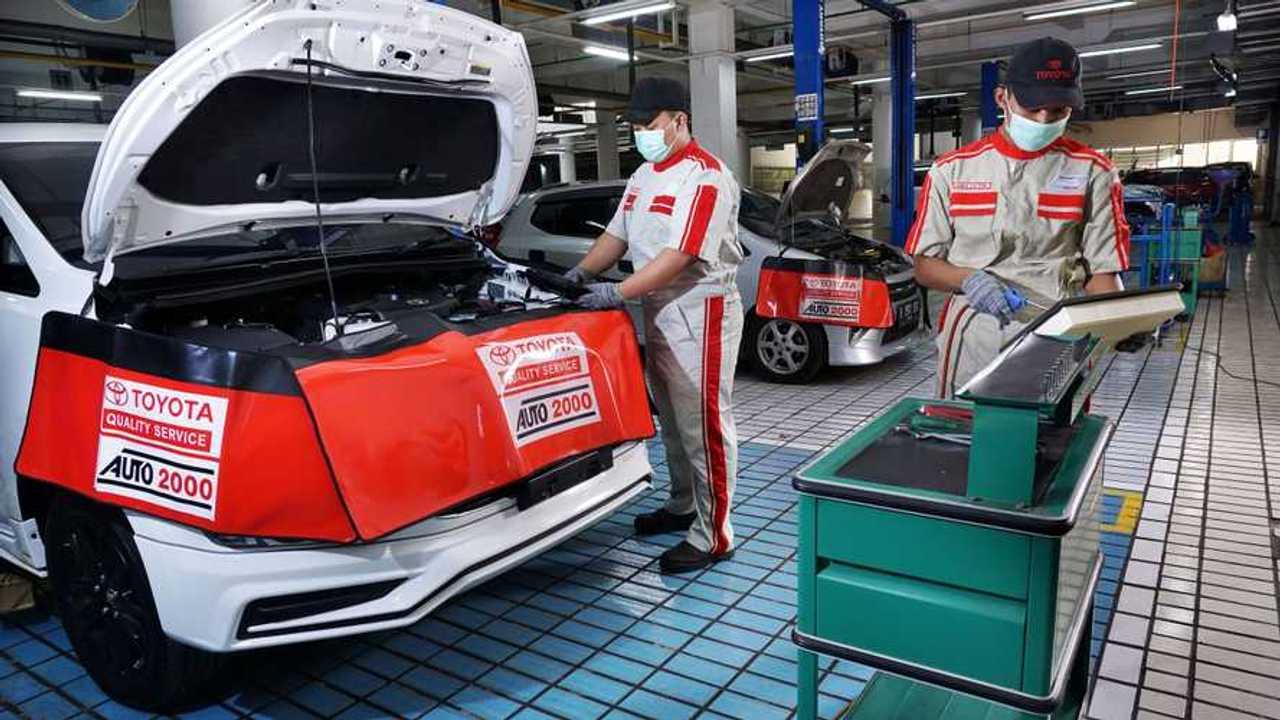 Layanan servis di dealer resmi Toyota.