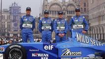 Mark Webber, Giancarlo Fisichella, Fernando Alonso, y Jenson Button en la presentación del B201 en Venecia