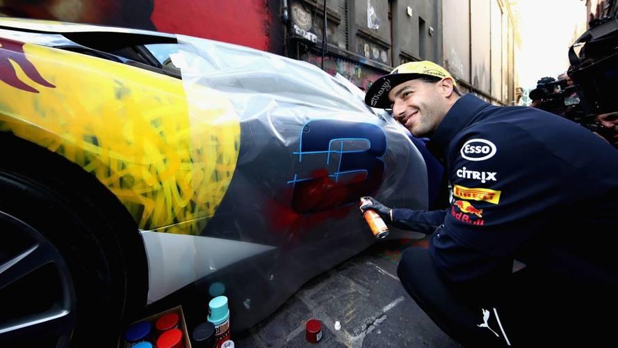 Galéria: amikor munkaköri kötelesség Aston Martint graffitizni