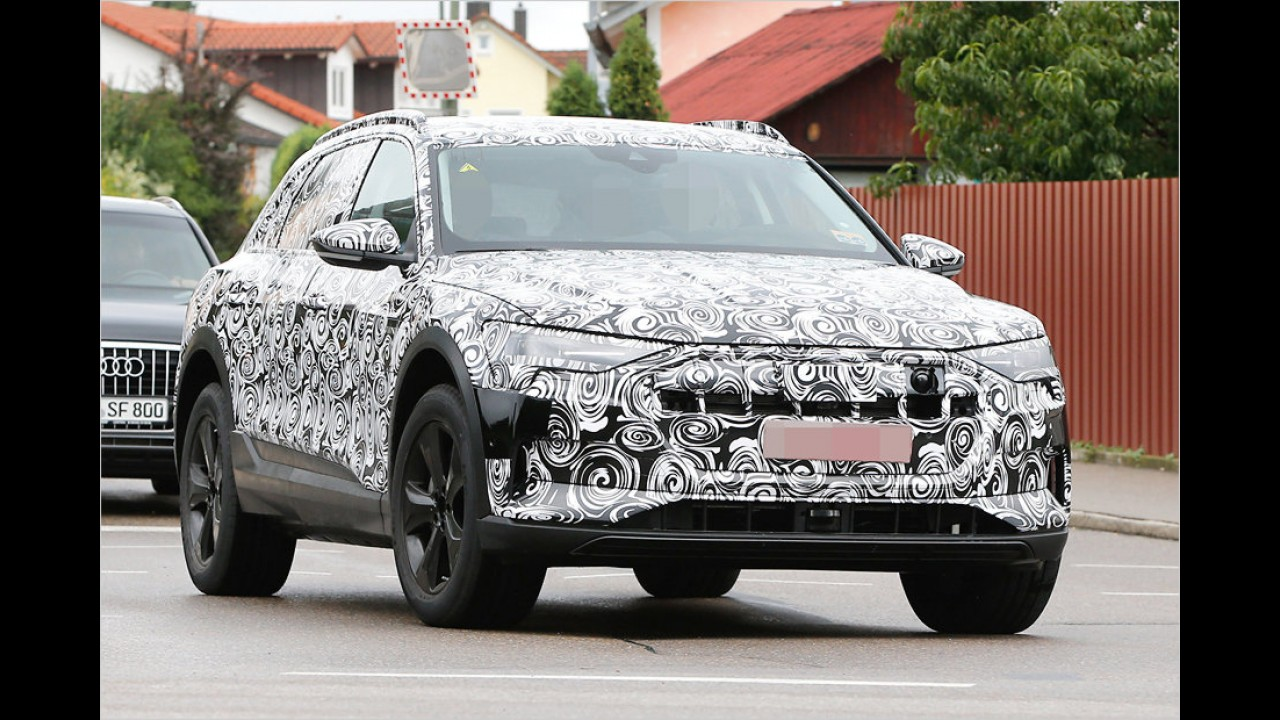 Elektro-SUV von Audi erwischt