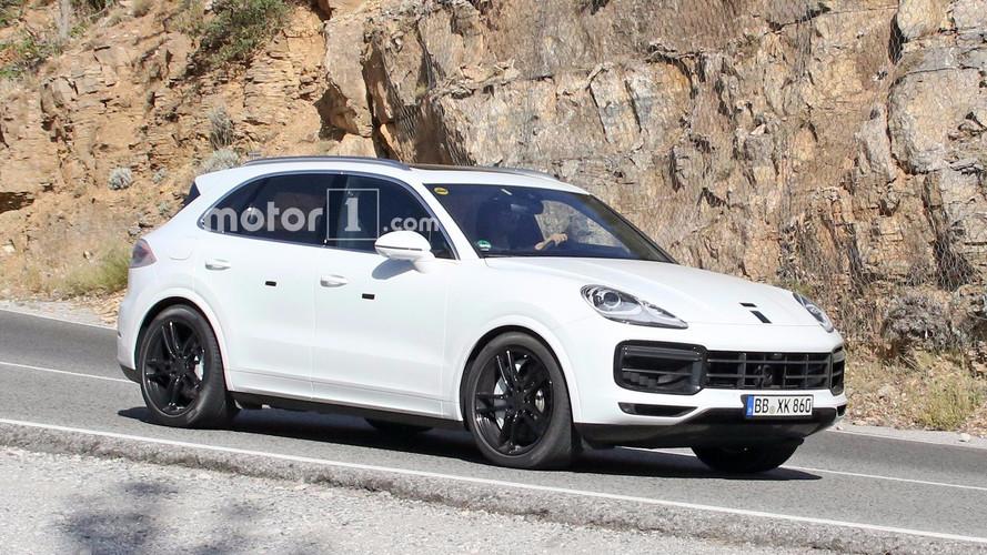 Le futur Porsche Cayenne tout de blanc vêtu