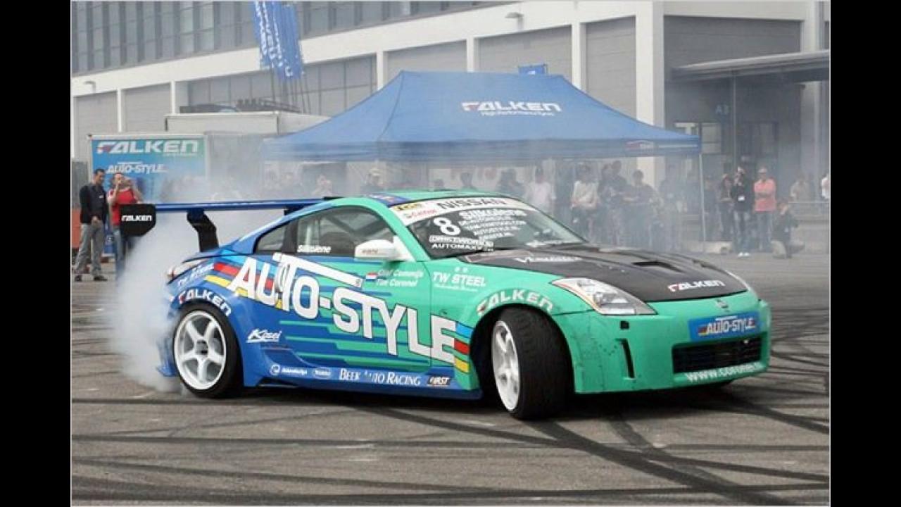 Reifenhersteller Falken legt mit dem Nissan 350Z eine qualmende Drift-Show hin