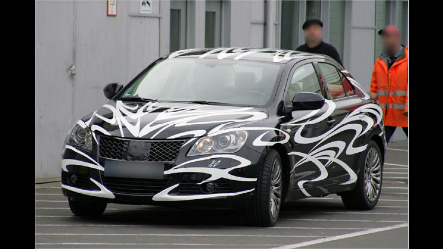 Fast ungetarnt: Erste Bilder vom Suzuki-Topmodell Kizashi