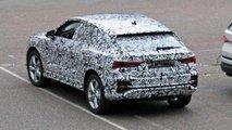 Audi Q4 (2019) mit Serienkarosserie erwischt