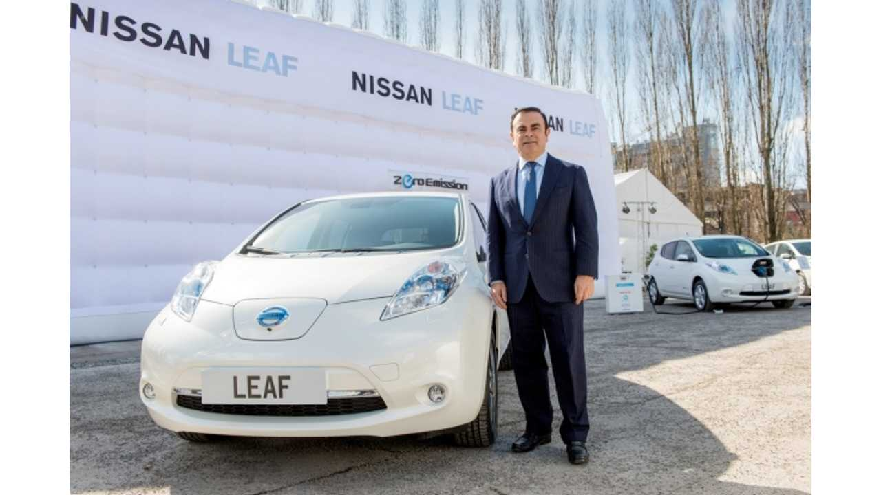 Obligatory CEO with Vehicle Image...Ghosn Says Future Renault-Nissan EVs Will Be Like LEAF by Not Featuring Battery Swapping.