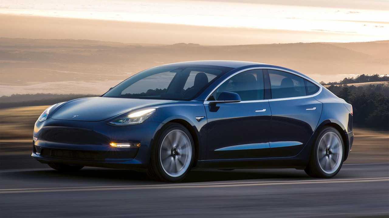 Tesla supera i problemi di produzione
