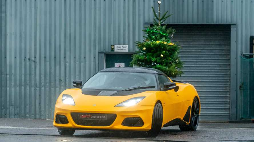 How to transport a Christmas tree with a Lotus Evora