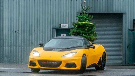 Lotus, gli auguri di Buon Natale in... derapata