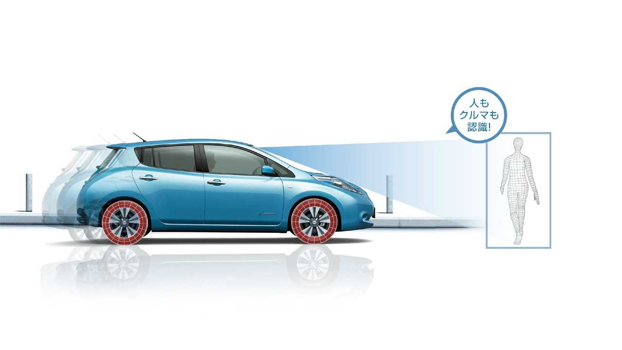 2016 Nissan LEAF (Japan only) - Emergency Braking