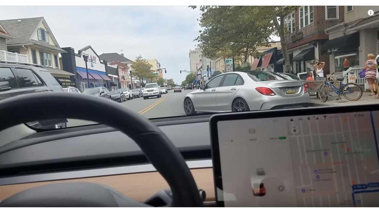 Tesla Model 3 Autopilot Versus Bikers & Pedestrians