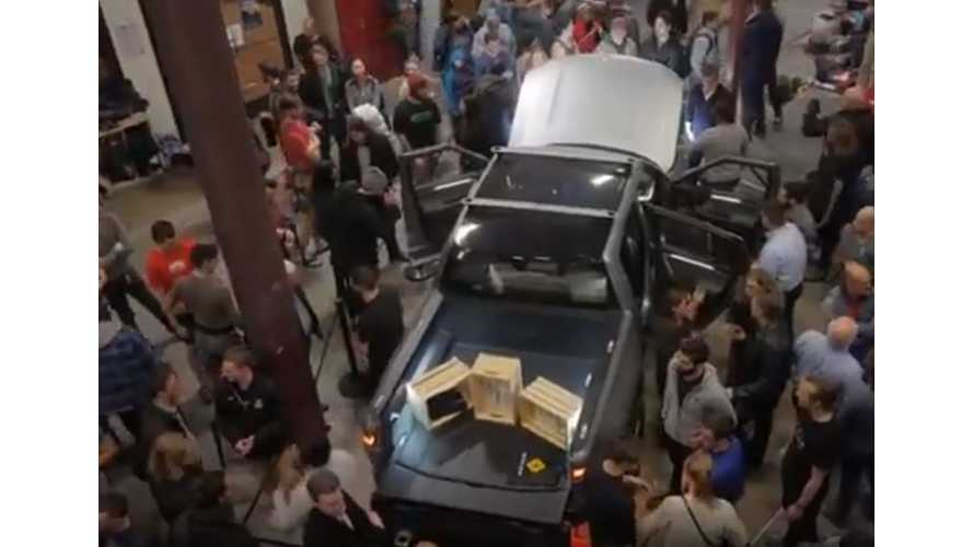 See Rivian R1T Electric Pickup Truck At Rock Climb Event: Video