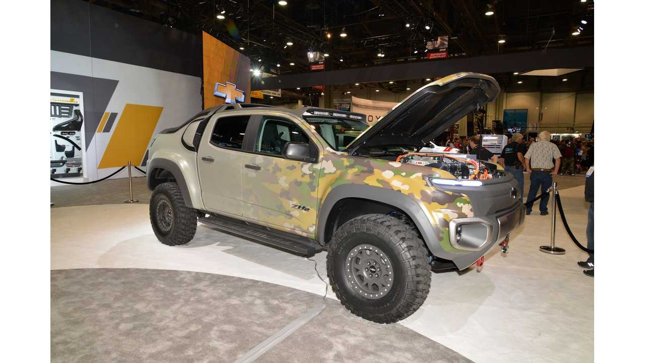 Chevrolet Colorado ZH2 fuel cell electric vehicle at 2016 SEMA