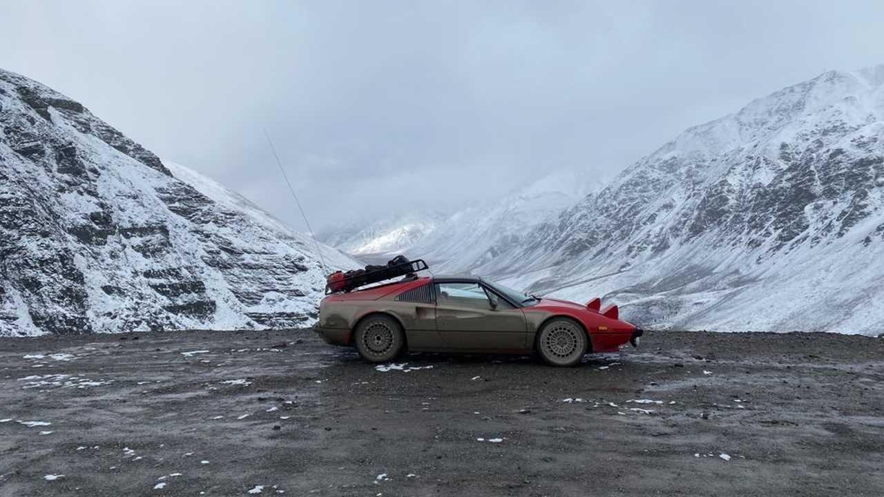 Un Ferrari 308 GTSi en el Ártico
