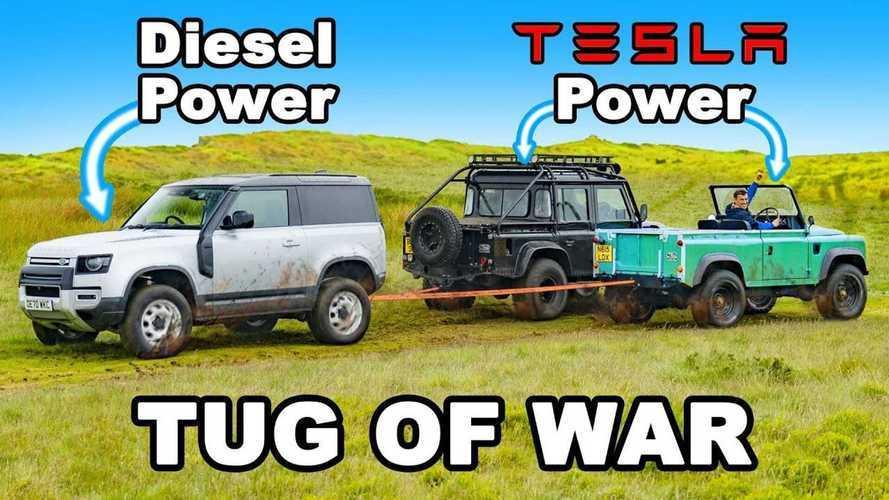 Tesla motorlu eski Defender, yenisi ile halat çekme yarışında!