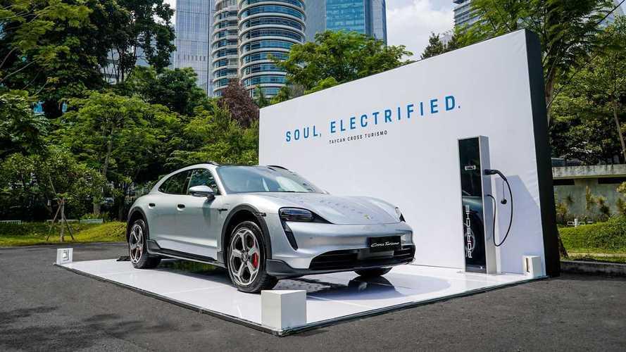 Porsche Perkenalkan New Taycan Cross Turismo di Indonesia