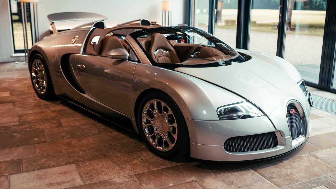 Bugatti Veyron 16.4 Grand Sport 2008 ini adalah prototipe pertama dari jenisnya, dan telah dikembalikan ke kondisi aslinya.