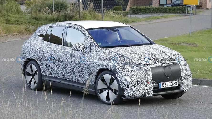 Mercedes EQE SUV (2022) zum ersten Mal erwischt