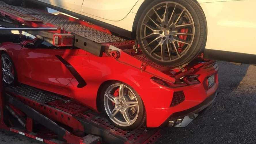 Un minuto di silenzio per la Corvette schiacciata da una Maserati