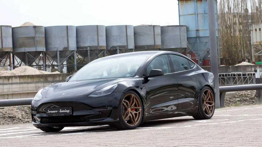 Új felnikkel és felfüggesztéssel varázsolta újjá a Senner a Tesla Model 3-at