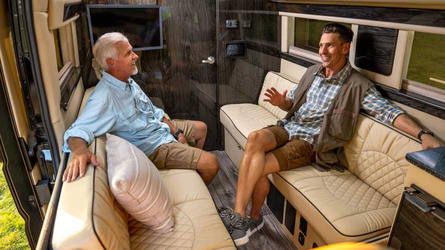 Ultimate Rover,  Camper Van dengan Isi Kamar Mandi Lengkap