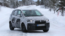 Opel Meriva prototype breaks down, gets rescued by a Toyota Hilux