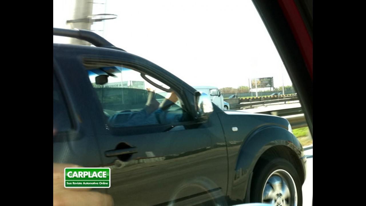 """Airbags para quê? Pessoas anulam a segurança ao """"descansar"""" de forma errada"""