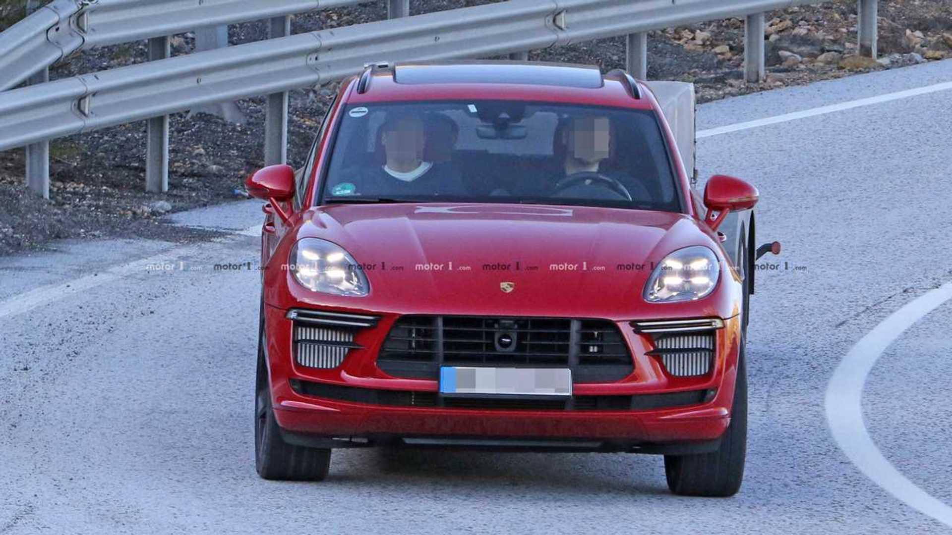 2018 - [Porsche] Macan Restylée [95B] - Page 4 Porsche-macan-turbo-spy-shots
