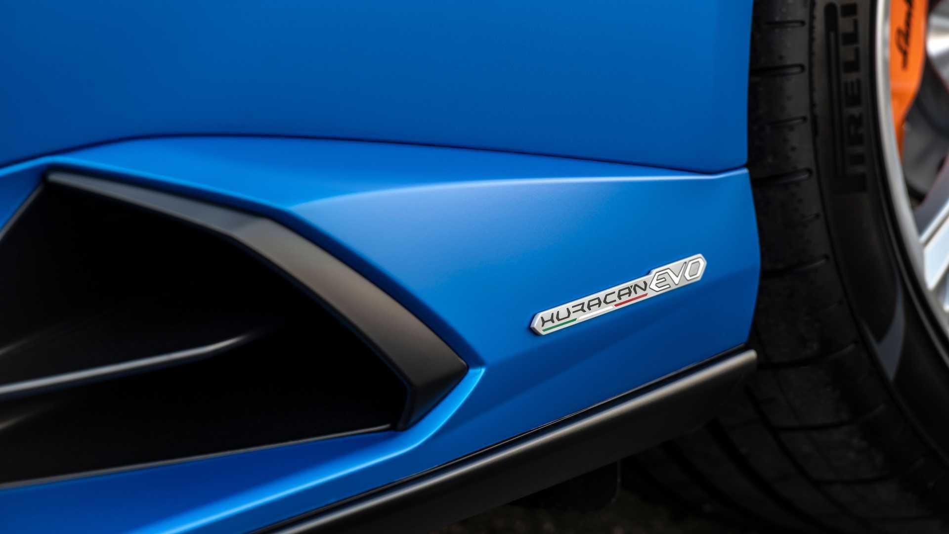 2020 Lamborghini Huracan Evo RWD badge