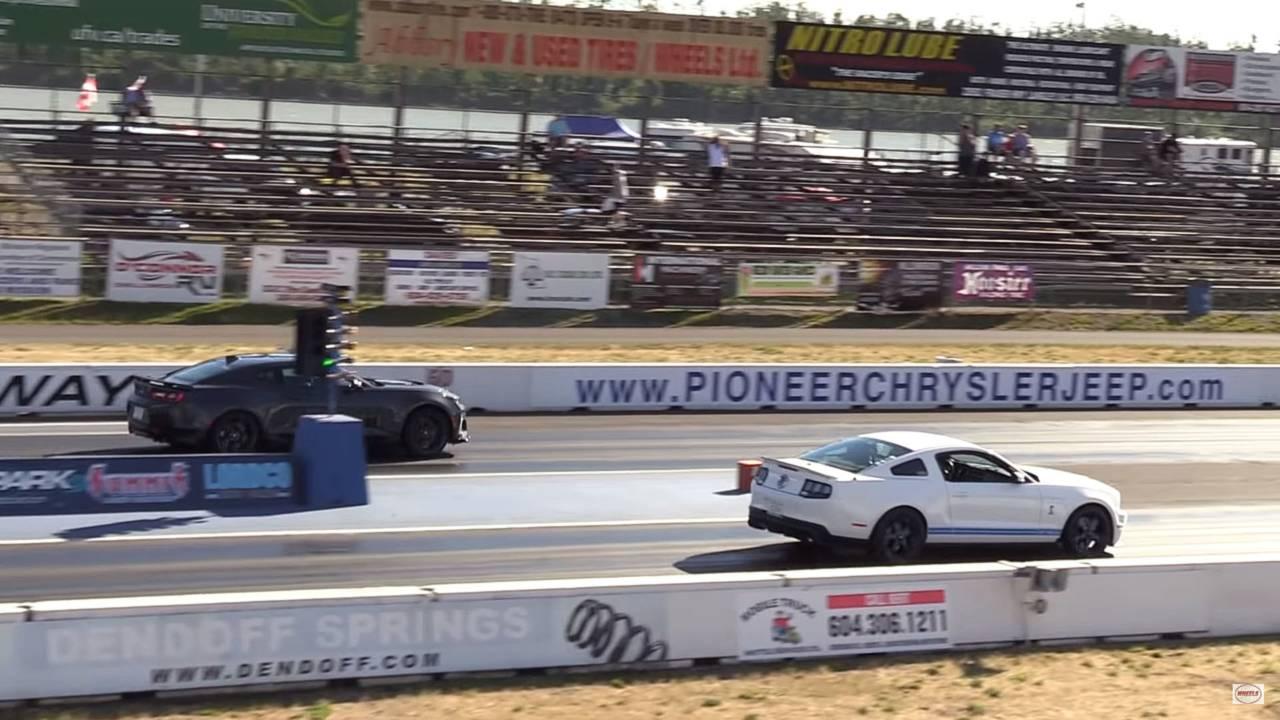 Mustang Shelby GT500 vs Camaro ZL1