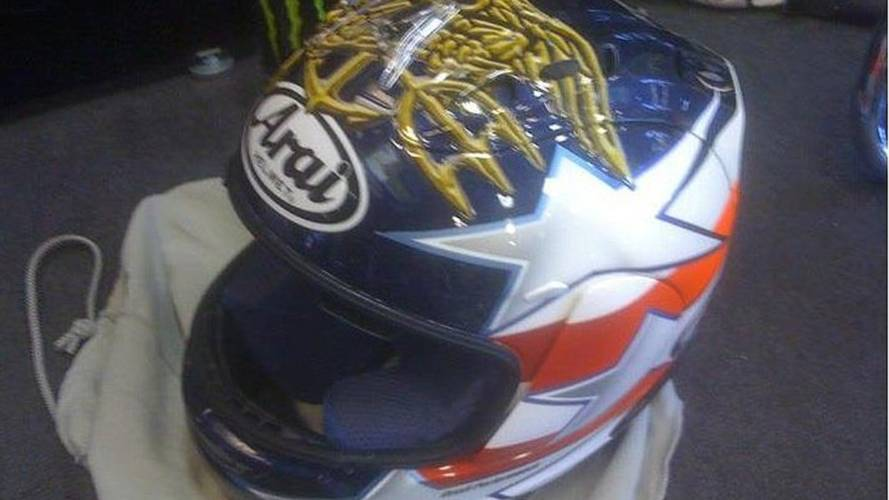 Colin Edwards honors fallen SEALs with Indy helmet