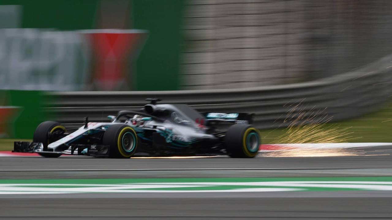 Lewis Hamilton, Mercedes-AMG F1 W09 EQ Power+ saca chispas
