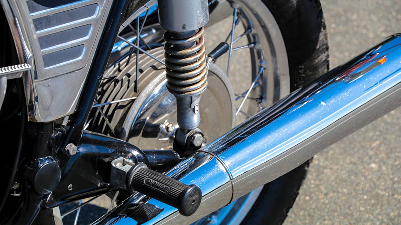 A built-in lever makes changing the preload on the rear shocks a quick adjustment.