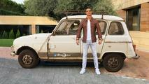 Cristiano Ronaldo, yeni Lamborghini'si önünde ilginç bir şekilde poz verdi