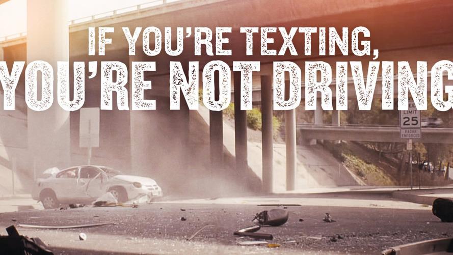 EUA anuncia diretrizes para reduzir distrações com celular no trânsito