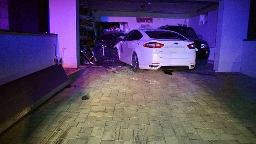 Autóstul jött a házba egy ittas sofőr Győrújfalun - de nem a sajátjába