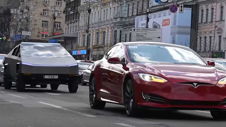 Watch Cybertruck Parade Down Street In Ukraine With Other Teslas