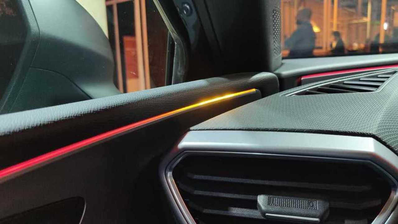 SEAT León 2020, control del ángulo muerto