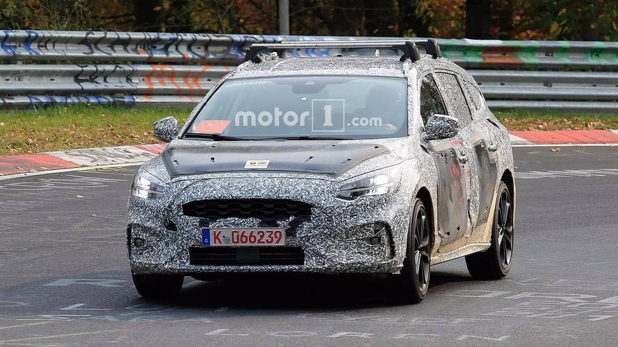 New Ford Focus estate spied testing