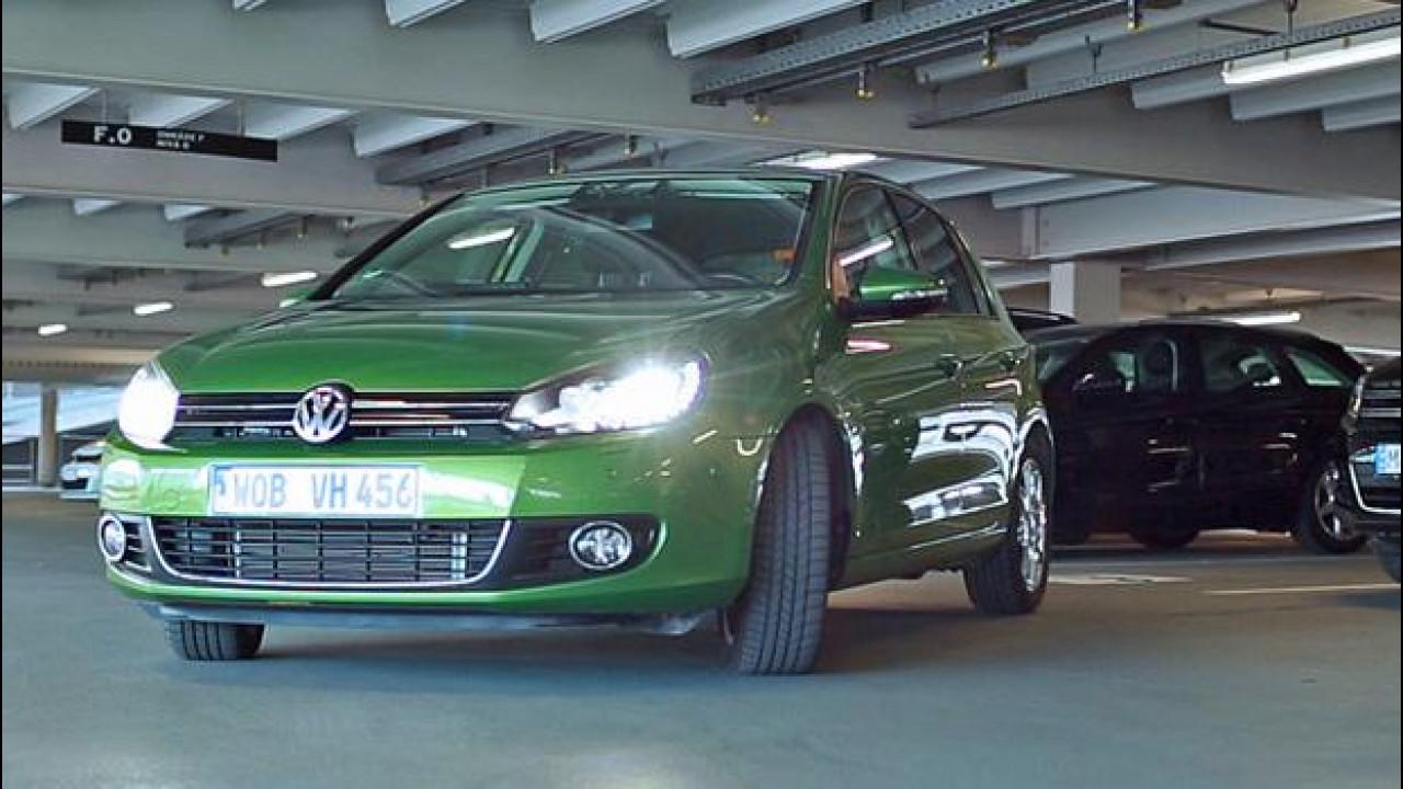 [Copertina] - Guida automatizzata: l'auto parcheggia con una app