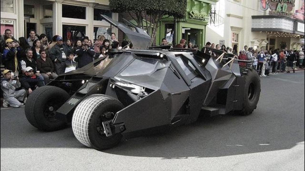 [Copertina] - Batmobile, al bando le repliche non autorizzate